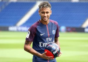 Ayah Neymar membantahkan putranya akan meninggalkan Paris Saint-Germain